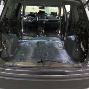 Шумо-теплоизолирующий материал на кузове автомобиля